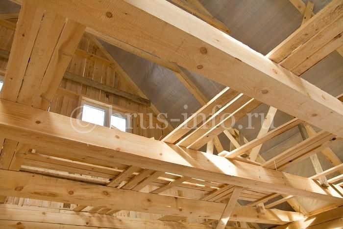 Вид изнутри деревянной крыши