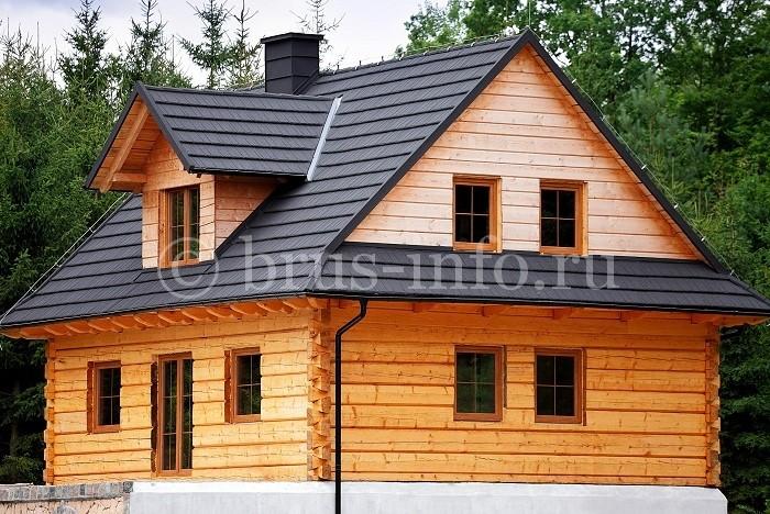 Дом из бруса с деревянными окнами