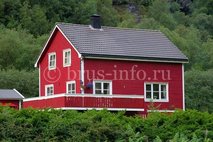 Окрашенный загородный дом