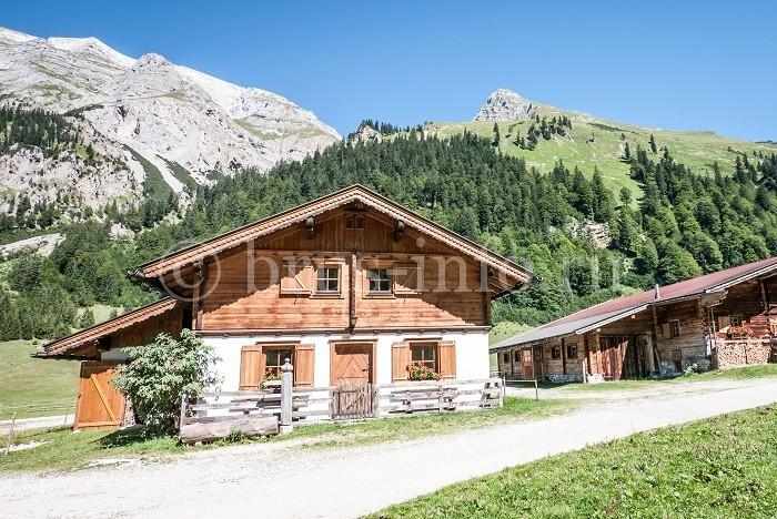 Двухэтажный деревянный дом с верандой