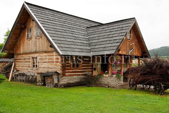 Дом из бруса с каменным цоколем