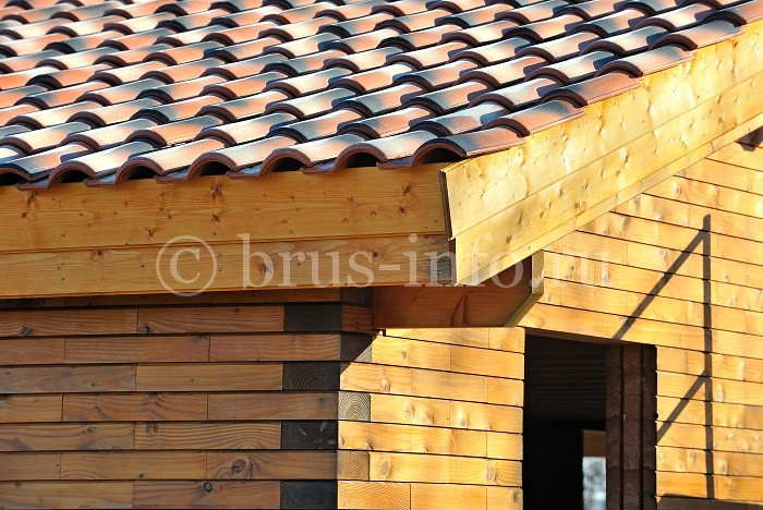 Дом из бруса с черепичной крышей