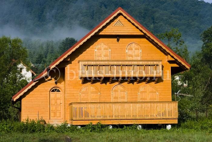 Двухэтажный дом с верандой