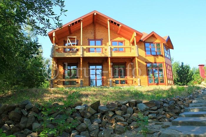Дом, возведенный из двойного бруса