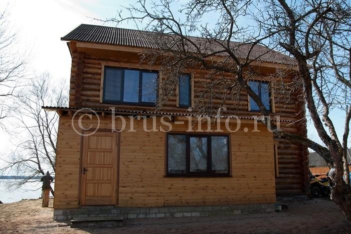 Бревенчатый дом с верандой из бруса