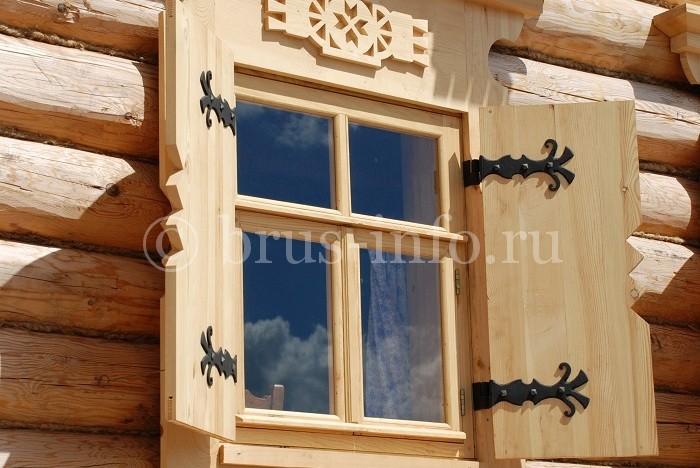 Окно из сращенного бруса со ставнями
