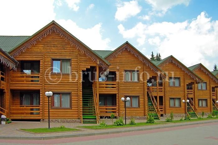 Ряд домов из профилированного бруса