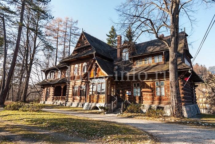 Старинный дом из бруса