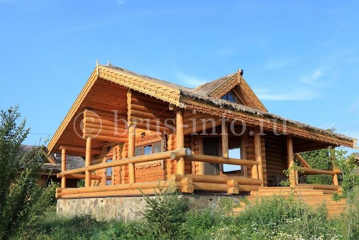 Уютный дом из бревна для отдыха