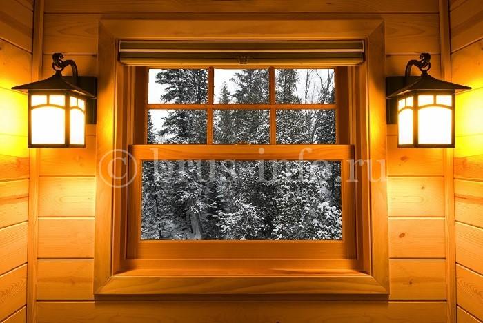 Аккуратное окошко в деревянном доме