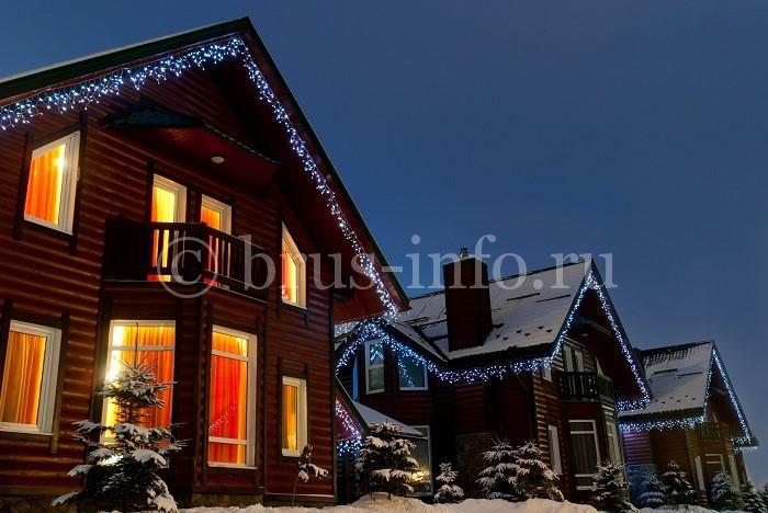 Дом из бревна с пластиковыми окнами