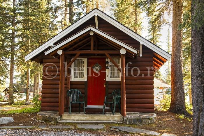 Небольшой бревенчатый домик