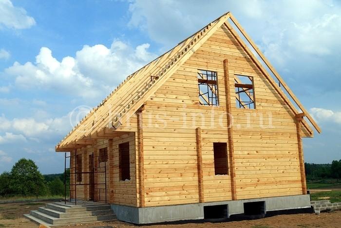 Деревянный дом с цоколем из блоков