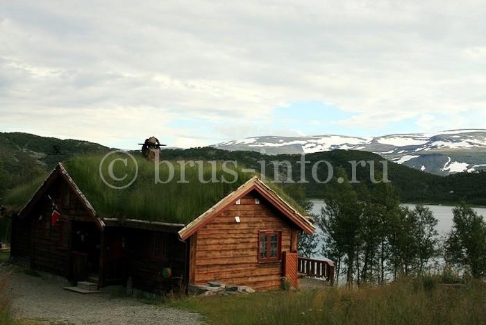 Дом из бруса на берегу озера