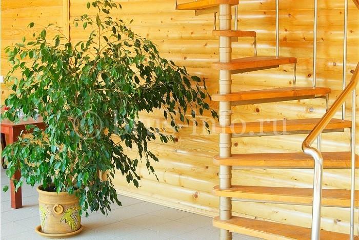 Винтовая лестница на даче