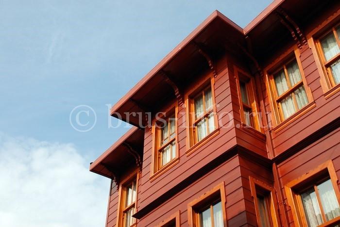 Окрашенный дом из бруса