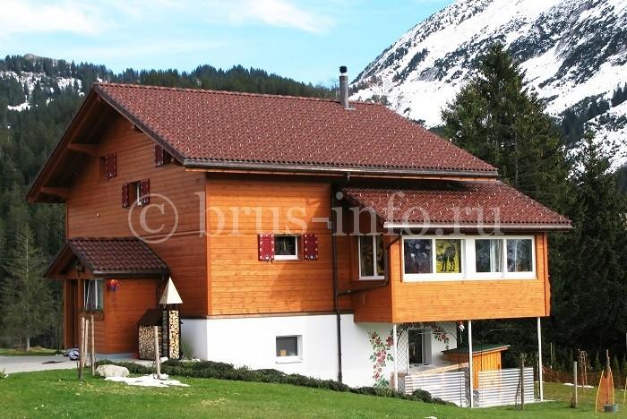 Двухэтажный дом в горах