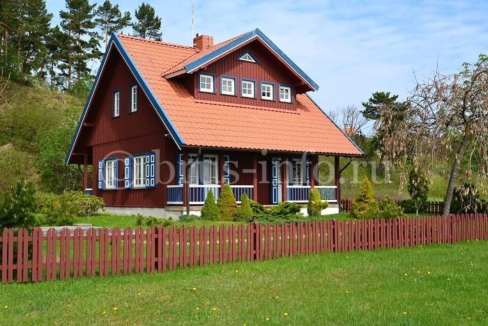 Деревянный дом со слуховым окном