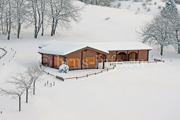 Деревянный домик для отдыха