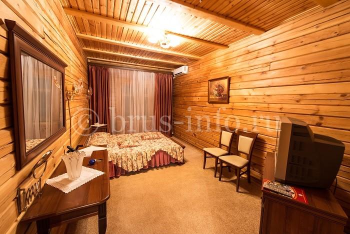 Спальная комната в доме из бруса