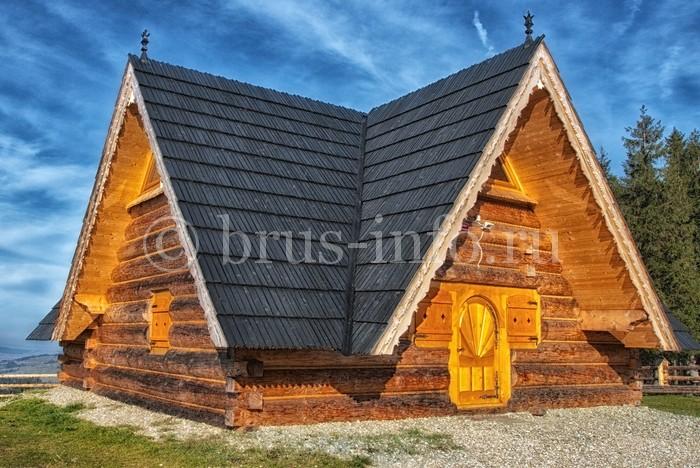Небольшая бревенчатая постройка