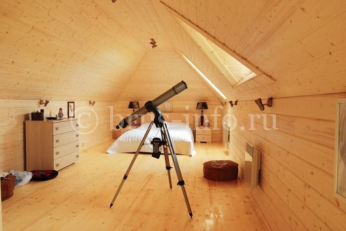 Спальная комната в деревянном доме