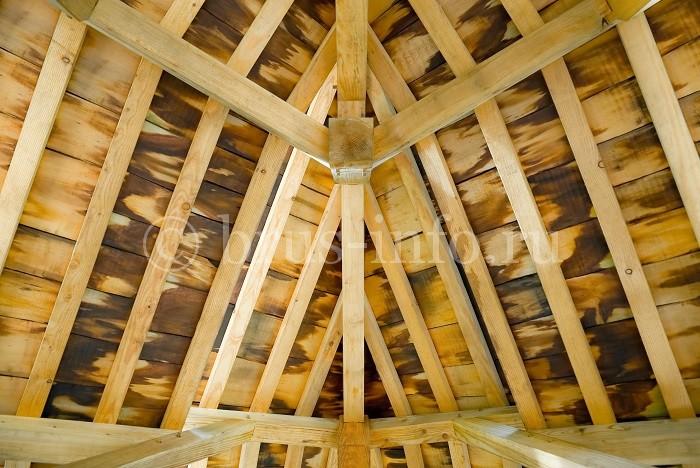 Крыша в деревянном доме