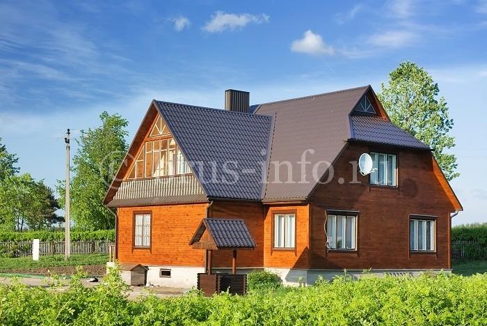 Просторный дачный дом из бруса