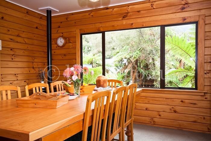 Деревянный дом с натяжными потолками